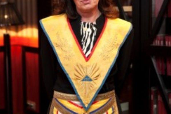 Nieves Bayo, reelegida Gran Maestre de la GLSE por tres años